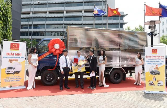 Tập đoàn Hoa Sen trao nhiều giải thưởng giá trị cho các nhà phân phối và đại lý - Ảnh 1.