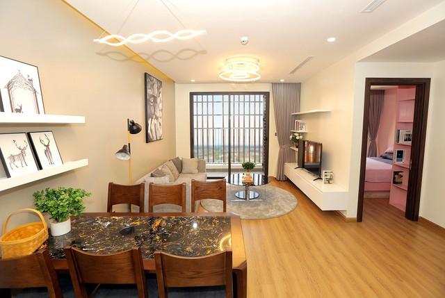 Phòng khách với ban công lớn tại dự án The Terra - An Hưng