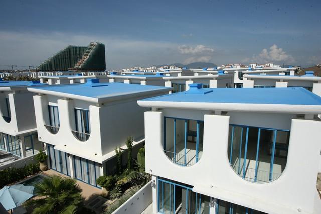 Cam Ranh Bay có vẻ đẹp cổ điển và hiện đại.