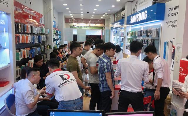 Anh Bo Đan Trường bất ngờ đến Di Động Việt để tậu iPhone 11 Pro Max - Ảnh 5.