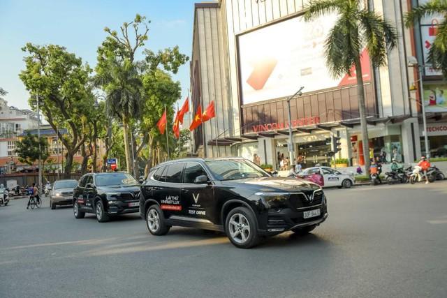 Màn diễu hành ấn tượng của dàn xe VinFast Lux tại Hà Nội - Ảnh 7.