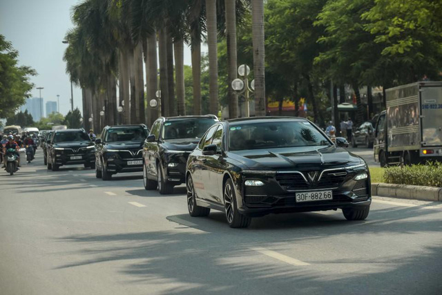 Màn diễu hành ấn tượng của dàn xe VinFast Lux tại Hà Nội - Ảnh 8.