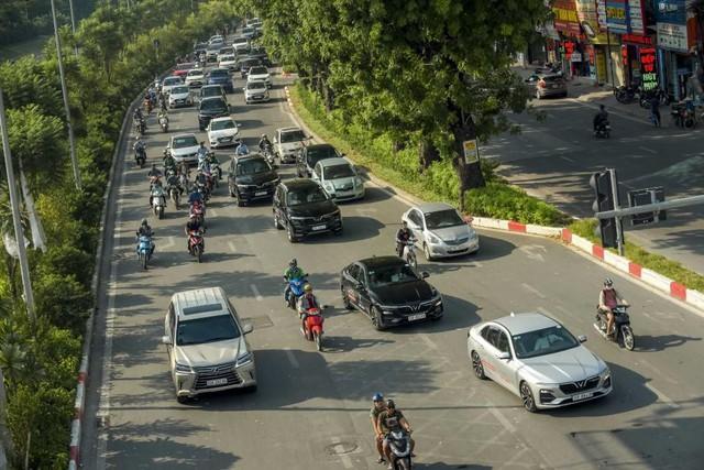 Màn diễu hành ấn tượng của dàn xe VinFast Lux tại Hà Nội - Ảnh 9.