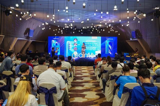Không khí sôi động trong sự kiện offline Realfans trước ngày ra mắt Realme 5 series tại Việt Nam - Ảnh 1.