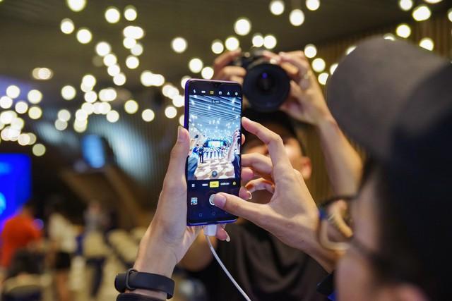 Không khí sôi động trong sự kiện offline Realfans trước ngày ra mắt Realme 5 series tại Việt Nam - Ảnh 2.