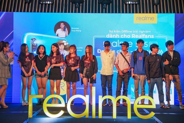 Không khí sôi động trong sự kiện offline Realfans trước ngày ra mắt Realme 5 series tại Việt Nam - Ảnh 8.