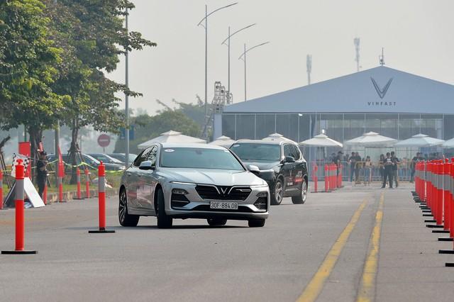 Hàng nghìn lượt khách phấn khích lái thử xe VinFast Lux tại Hà Nội - Ảnh 9.