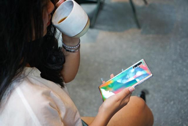 Ngại mang laptop to nặng sao không thử Galaxy Note10 - Ảnh 1.