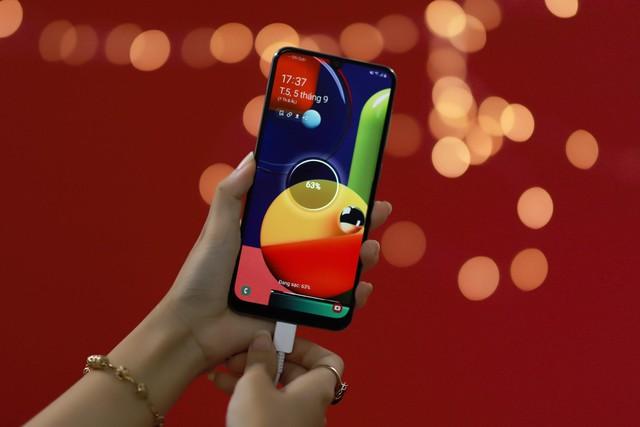 Samsung Galaxy A50s: thêm lựa chọn smartphone 4 camera đa năng với thiết kế mới lạ - Ảnh 6.
