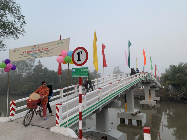 Dự án Xây cầu đến lớp khánh thành cây cầu đầu tiên - Ảnh 1.