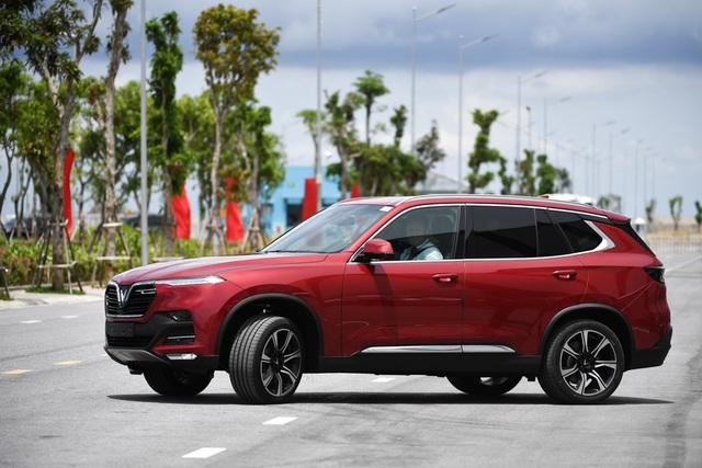 """VinFast Lux và những ưu đãi """"khủng"""" trên thị trường ô tô Việt Nam - Ảnh 1."""