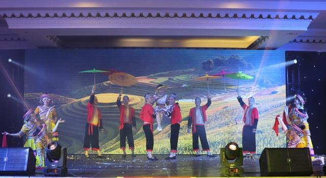"""1.000 nhân viên tham dự gala """"Xuân Khát Vọng"""" của Kim Oanh Group - Ảnh 7."""