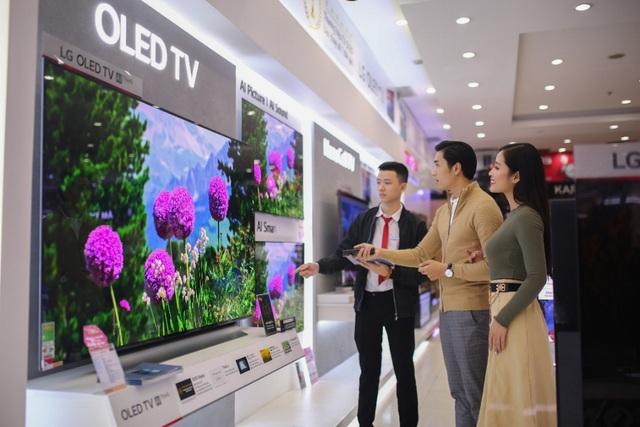 """Người dùng Việt """"mạnh tay"""" sắm TV OLED siêu mỏng dịp Tết - Ảnh 1."""