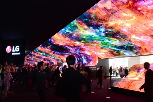 Vì sao 15 hãng TV lớn đều theo đuổi OLED hay còn gọi là Organic LED? - Ảnh 4.