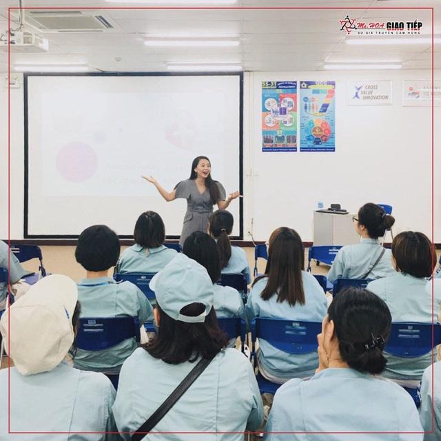 Ms Hoa Giao Tiếp khai phá tiềm năng học viên bằng phương pháp giảng dạy đột phá. - Ảnh 1.