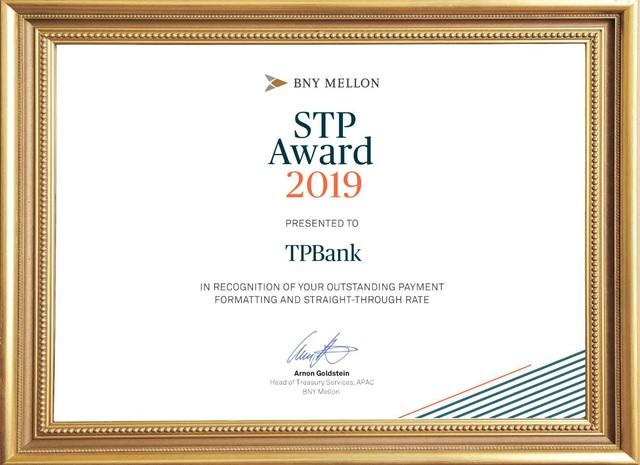 TPBank cùng lúc nhận 2 giải thưởng về thanh toán và chuyển tiền quốc tế - Ảnh 1.