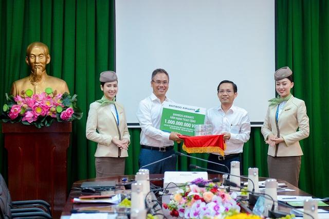 Chủ tịch Bamboo Airways cùng hành khách bay thẳng Hà Nội - Côn Đảo ngày khai trương - Ảnh 7.