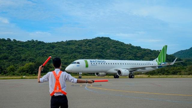 Chủ tịch Bamboo Airways cùng hành khách bay thẳng Hà Nội - Côn Đảo ngày khai trương - Ảnh 3.