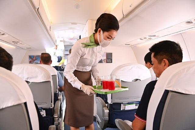 Chủ tịch Bamboo Airways cùng hành khách bay thẳng Hà Nội - Côn Đảo ngày khai trương - Ảnh 5.