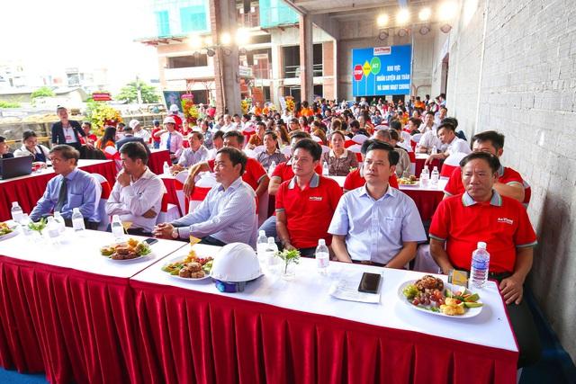 Phu Tai Residence trao tặng vàng SJC và xe SH 150i mừng lễ cất nóc - Ảnh 1.