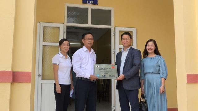 Tập đoàn LS Hàn Quốc tài trợ nâng cấp & trang bị đồ dùng, vật phẩm y tế cho phòng y tế học đường tại 17 trường tiểu học tại Việt Nam - Ảnh 4.