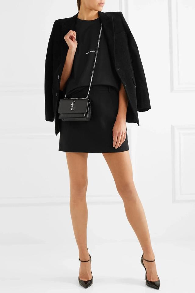 Thường chọn tone chủ đạo là đen, tại sao phái đẹp vẫn săn lùng túi Saint Laurent nồng nhiệt tới vậy? - ảnh 6