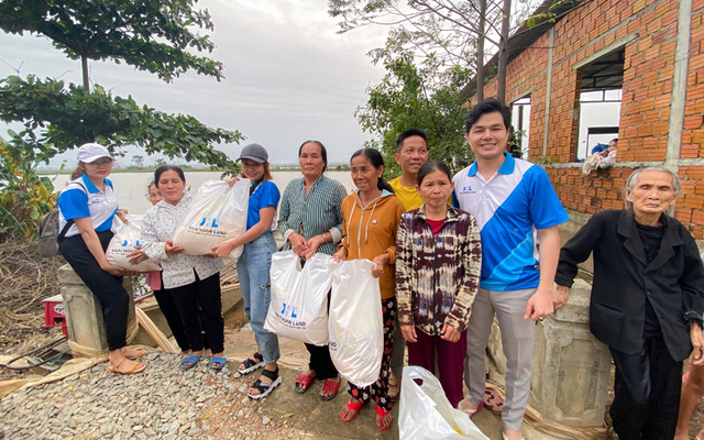 Khải Hoàn Land chung tay hỗ trợ đồng bào bị thiệt hại do bão lụt tại Thừa Thiên - Huế - Ảnh 1.