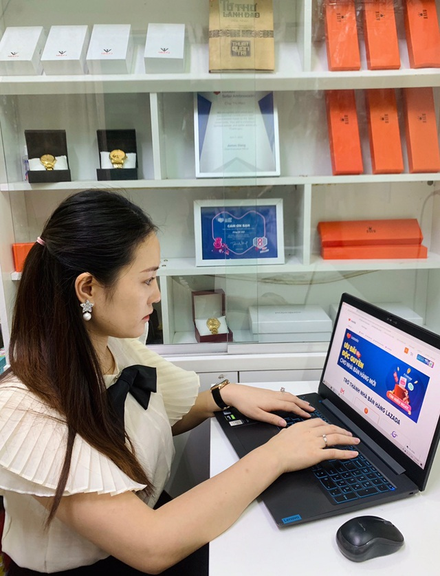Cô gái dân tộc Tày: Hành trình vượt khó và đam mê xây dựng thương hiệu đồng hồ trên nền tảng TMĐT - Ảnh 1.