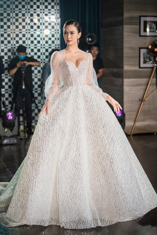 Á hậu Hoàng Anh hóa cô dâu lộng lẫy với váy cưới đính 50.000 viên pha lê Swarovski - ảnh 10