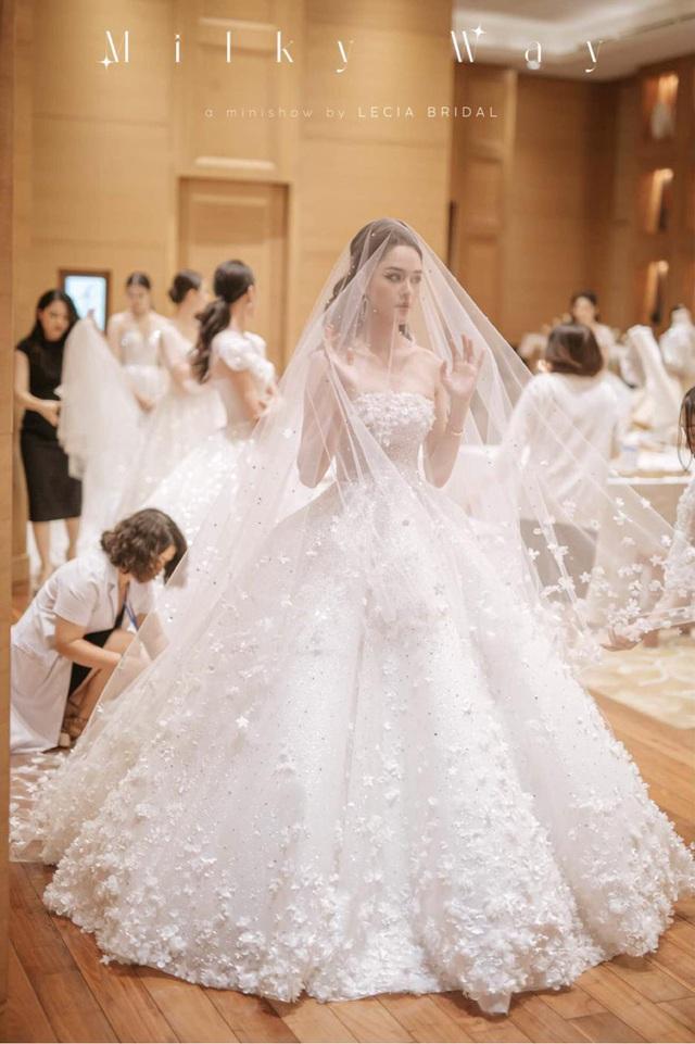 Á hậu Hoàng Anh hóa cô dâu lộng lẫy với váy cưới đính 50.000 viên pha lê Swarovski - ảnh 4