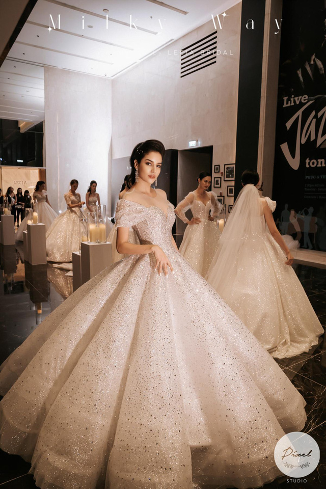 Á hậu Hoàng Anh hóa cô dâu lộng lẫy với váy cưới đính 50.000 viên pha lê Swarovski - ảnh 7