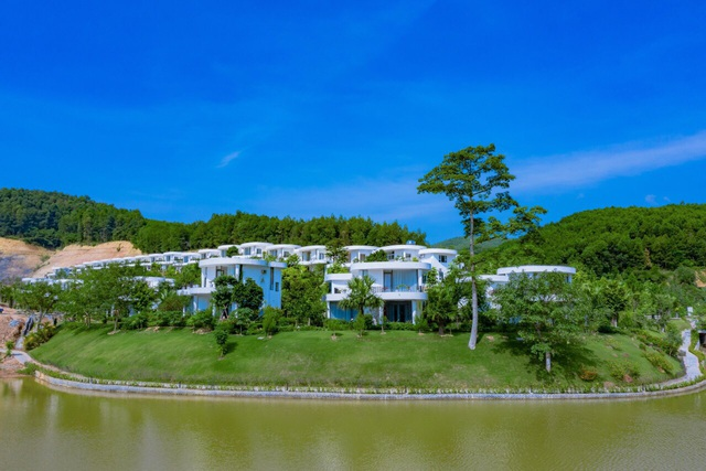 Ivory Villas & Resort - nét đẹp hiện đại hoà quyện cùng núi rừng Lương Sơn - Ảnh 1.