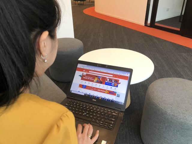 Người bán hàng online đối diện áp lực giữ chân khách hàng - Ảnh 1.