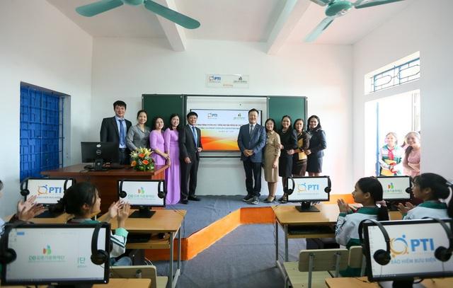 PTI bàn giao phòng học Tiếng Anh đa năng và trao tặng thiết bị giảng dạy tại Ninh Bình - Ảnh 1.