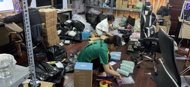 Chùm ảnh: Đóng hàng mỏi tay, đơn ngập nhà và niềm vui của các nhà bán hàng trên TMĐT nhân 11.11 - Ảnh 9.