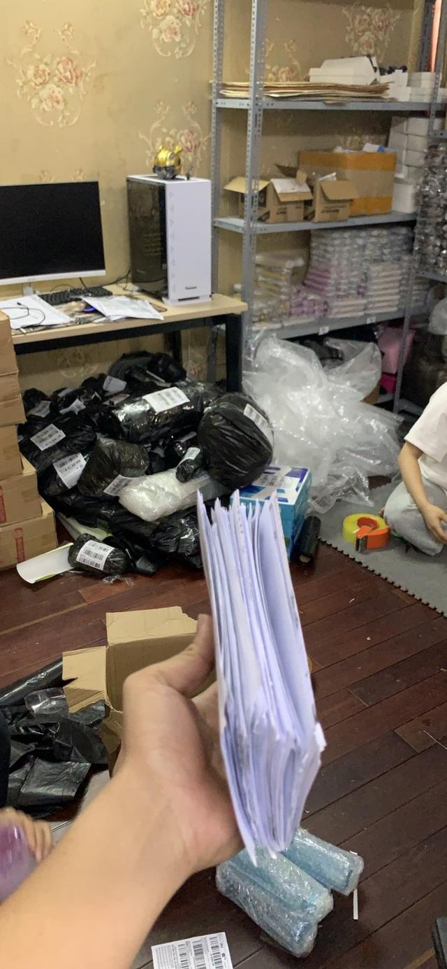 Chùm ảnh: Đóng hàng mỏi tay, đơn ngập nhà và niềm vui của các nhà bán hàng trên TMĐT nhân 11.11 - Ảnh 8.