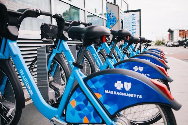 Đi thử xe điện chia sẻ công cộng - Hình thức giao thông mới lạ tại Ecopark - Ảnh 1.