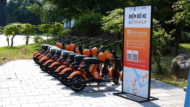 Đi thử xe điện chia sẻ công cộng - Hình thức giao thông mới lạ tại Ecopark - Ảnh 2.