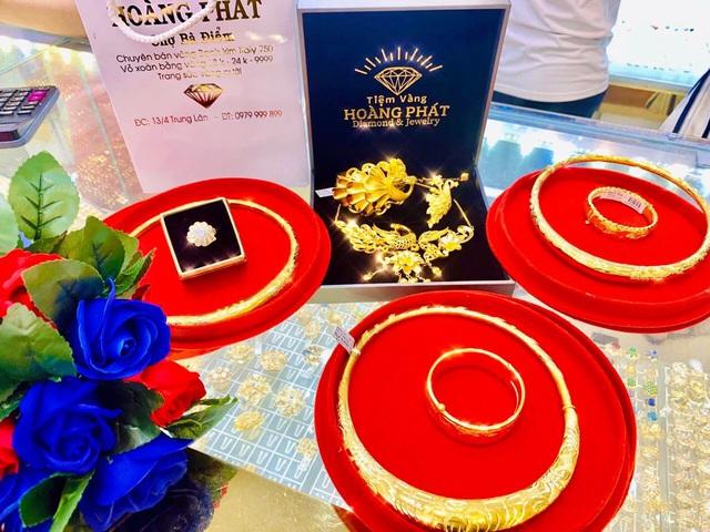 Mùa cưới rộn ràng, Tiệm Vàng Hoàng Phát gợi ý các mẫu trang sức cho cô dâu ngày trọng đại - Ảnh 2.