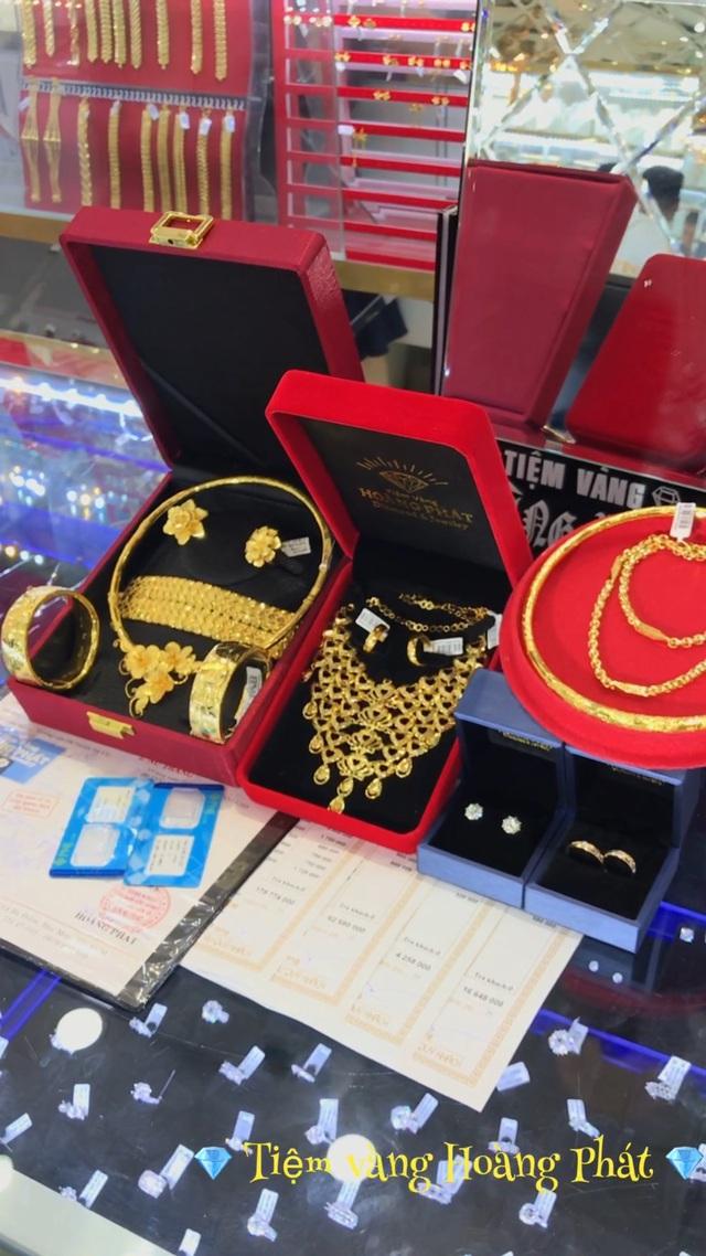 Mùa cưới rộn ràng, Tiệm Vàng Hoàng Phát gợi ý các mẫu trang sức cho cô dâu ngày trọng đại - Ảnh 3.