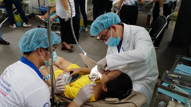 Tập đoàn giáo dục Nguyễn Hoàng đồng hành khám sức khỏe cho 2.000 người có hoàn cảnh khó khăn - Ảnh 3.