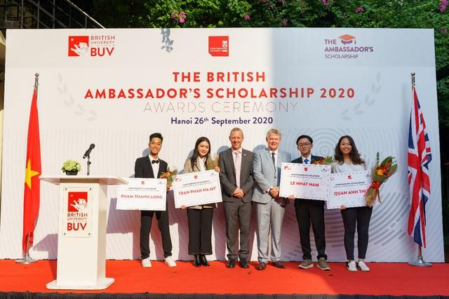 Trường Đại học Anh Quốc Việt Nam nâng giá trị quỹ học bổng và hỗ trợ tài chính lên 53 tỷ đồng - Ảnh 1.