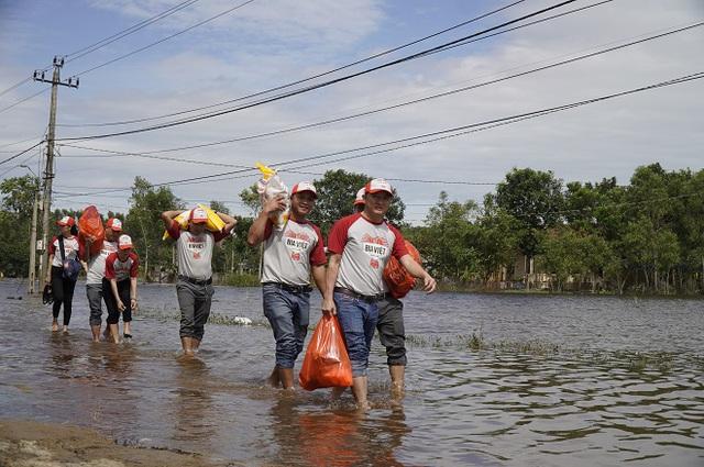HEINEKEN Việt Nam sát cánh cùng người dân miền Trung vượt qua khó khăn - ảnh 2