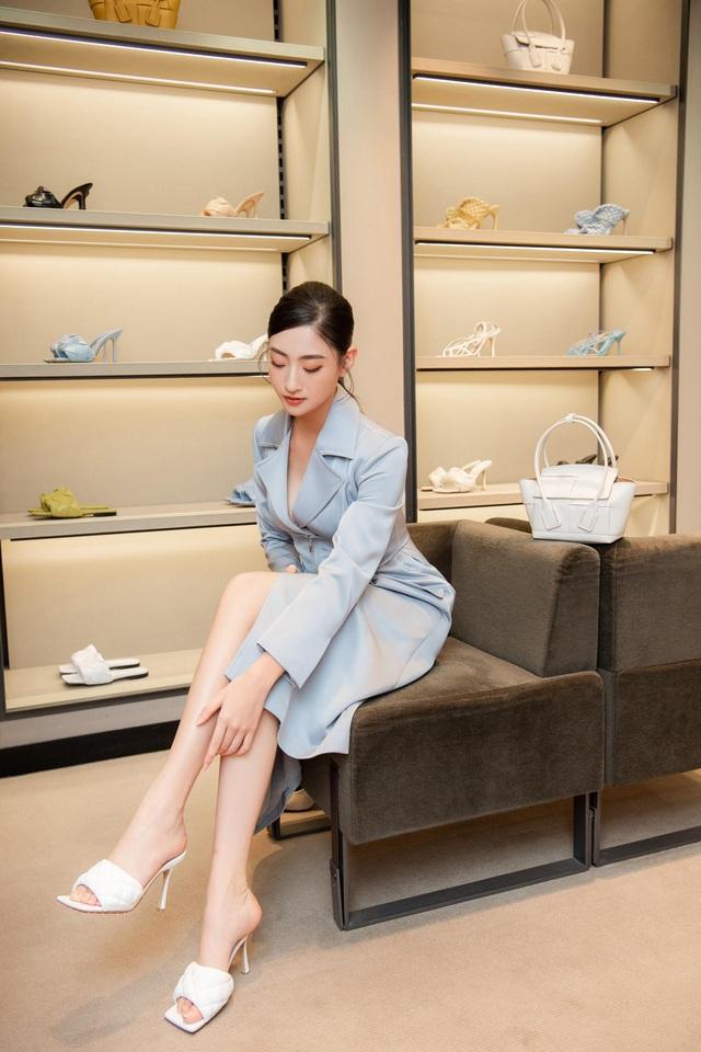 Shopping cùng Lương Thùy Linh: Loạt phụ kiện xa xỉ từ Bottega Veneta đã sẵn sàng cho mùa lễ hội cuối năm - ảnh 1