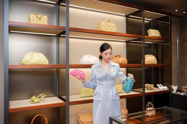 Shopping cùng Lương Thùy Linh: Loạt phụ kiện xa xỉ từ Bottega Veneta đã sẵn sàng cho mùa lễ hội cuối năm - ảnh 3
