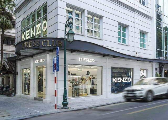 Duyên dáng KENZO: Khi tiết đông không ngăn được những chiếc váy kiêu kỳ - Ảnh 4.