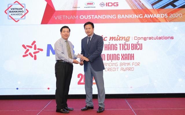 MB được vinh danh ngân hàng tiêu biểu về tín dụng xanh và Ngân hàng đồng hành cùng doanh nghiệp SME - Ảnh 1.