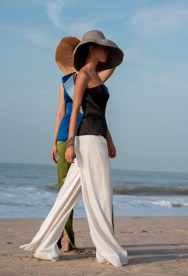 """Trước giờ G hé lộ những thiết kế gợi cảm của NTK Đỗ Long, MR CRAZY & LADY SEXY chắc chắn sẽ """"đốt cháy"""" sàn diễn Aquafina Vietnam International Fashion Week 2020 - ảnh 8"""