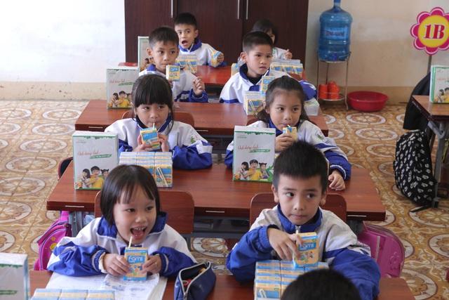 Vinasoy chung tay hỗ trợ hơn 3 tỷ đồng cho học sinh miền Trung sau mùa lũ lịch sử - Ảnh 1.