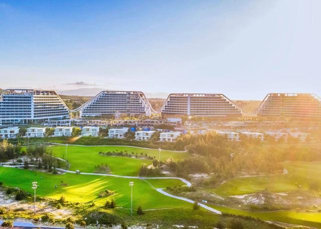 Chính thức khai trương khách sạn dài gần 1 km, 1.500 phòng tại Quy Nhơn - Ảnh 1.